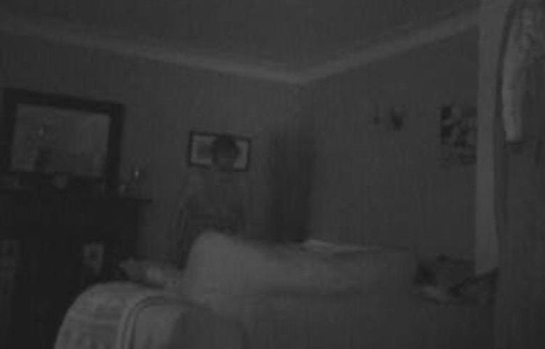 Зловещего чужака запечатлела камера в доме американца