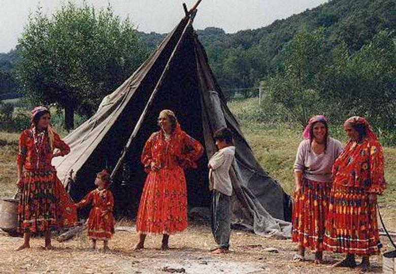 Самой молодой бабушкой стала 23-летняя цыганка из Румынии
