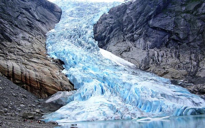 В Норвегии под растаявшим ледником обнаружили древнюю дорогу