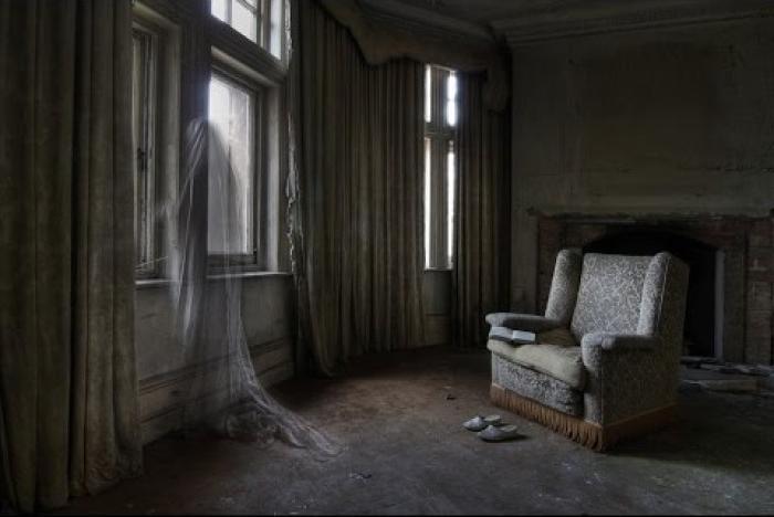 Почему в доме появляются призраки