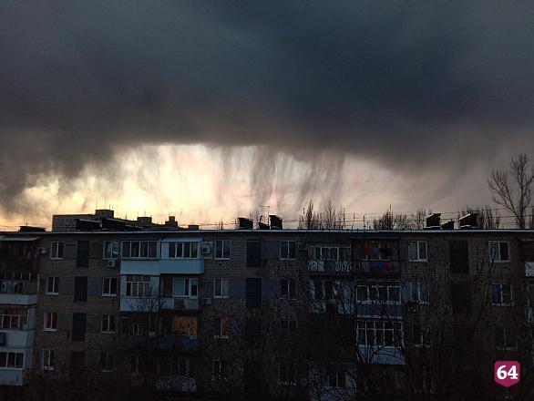 Жителей Саратова поразили жуткие облака над городом