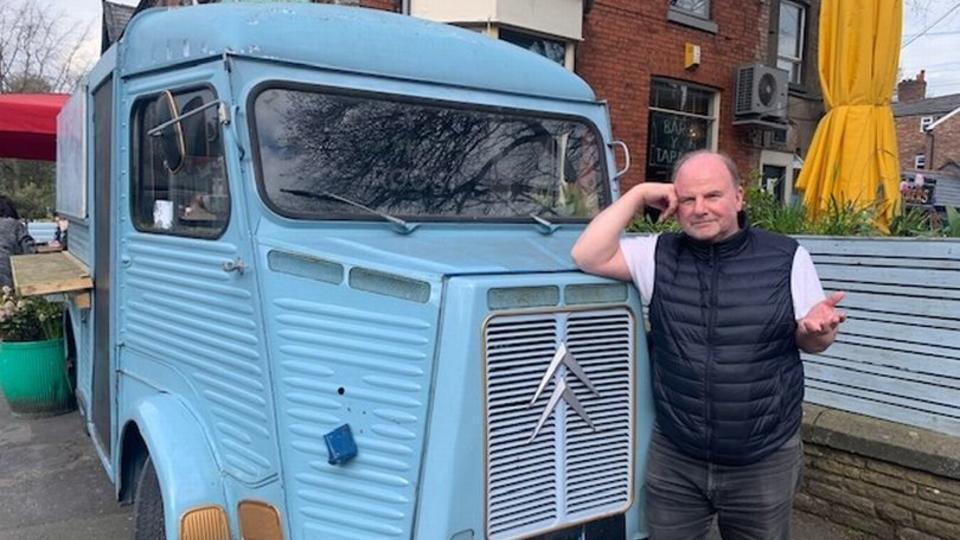 Владелец фургона с едой заявил, что его преследуют «голодные призраки»