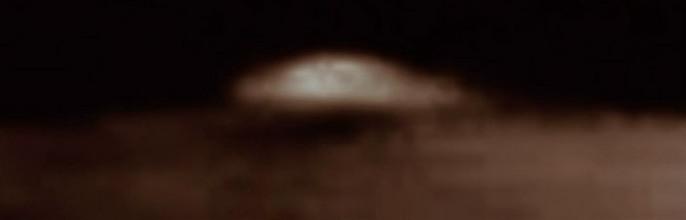 Уфологи нашли еще одну летающую тарелку на Луне