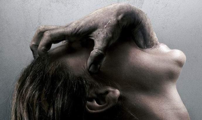 Камера наблюдения запечатлела  момент вселения в человека демона