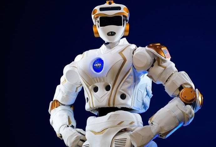 Изобретен человекоподобный робот для полета на Марс