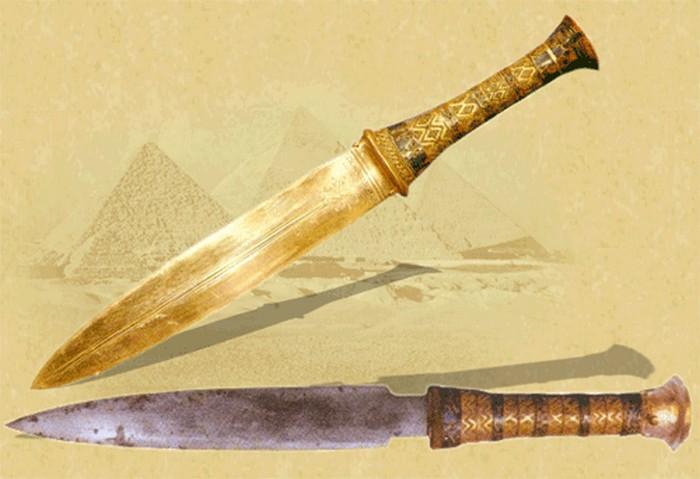 Тутанхамон пользовался кинжалом внеземного происхождения? (2 фото)