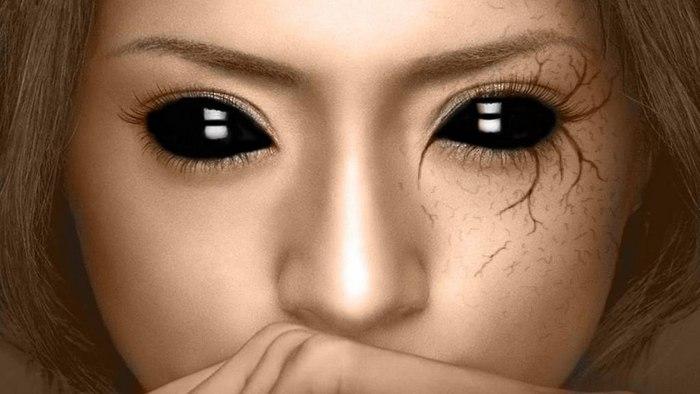 Девочка с черными глазами