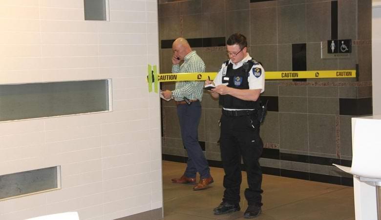 Загадочная смерть произошла в канадском торговом центре