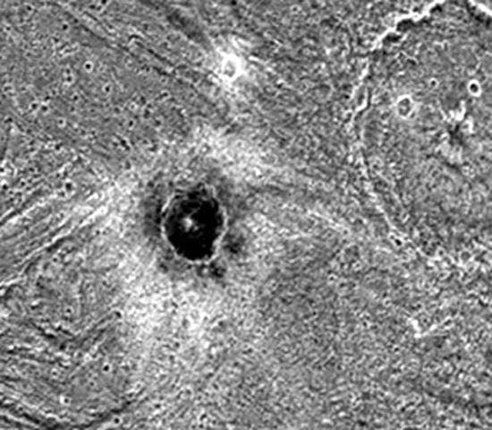 Блестящий черный купол нашли на поверхности спутника Юпитера