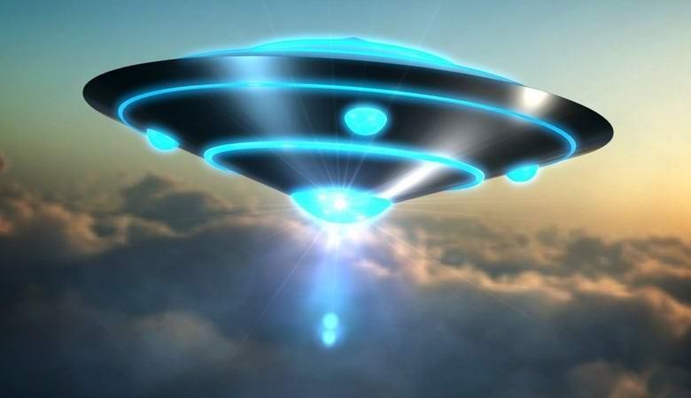 Свежая подборка видео с неопознанными летающими объектами