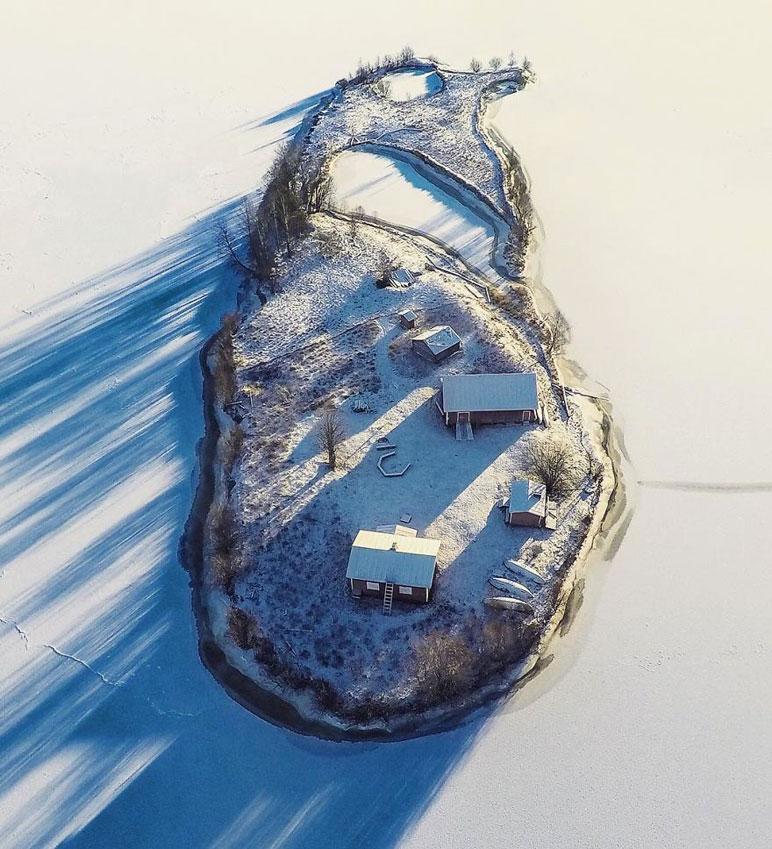 Времена года на уютном островке сказочной Лапландии