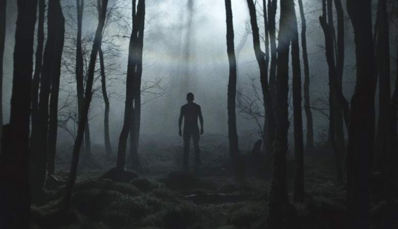 Австралиец запечатлел бледного «гуманоида»  в лесу