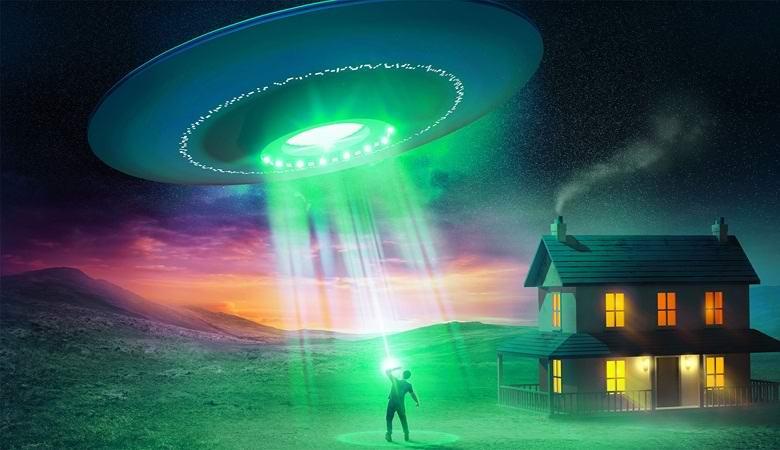 Похищенный пришельцами мужчина рассказал, как его держали в сосуде с зеленой жидкостью