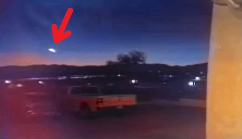 Светящийся НЛО пролетел вечером над аризонским городом