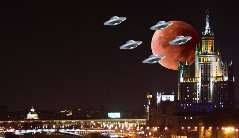 «Флотилия» НЛО пролетела над ночной Москвой