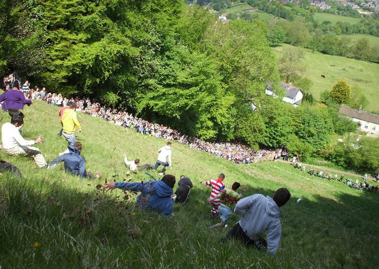 На холме Купера в Глостершире прошли традиционные сырные гонки