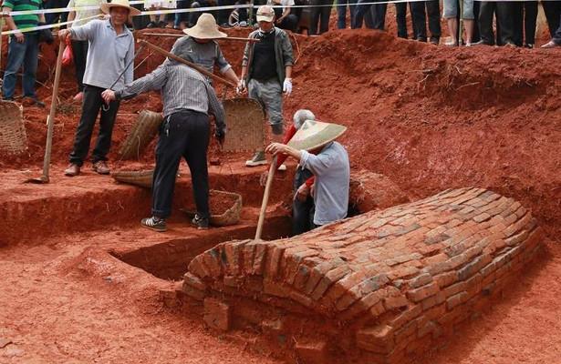 В Китае в древней могиле обнаружен «сказочный мост» в загробный мир