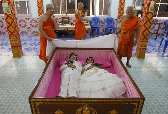 Свадьба в гробу – дань моде или стремление к гармонии?
