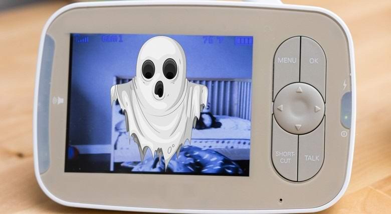 Видеоняня запечатлела призрак возле кроватки ребенка