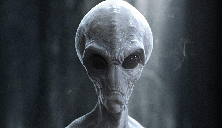 """Мужчина утверждает, что сфотографировал пришельца в собственном доме"""" />"""