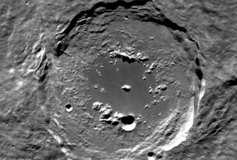 Загадочная находка под кратером Эйткен южного полюса Луны