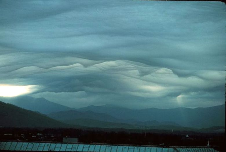 Облака Ван Гога в небе над горой Писга Северной Каролины