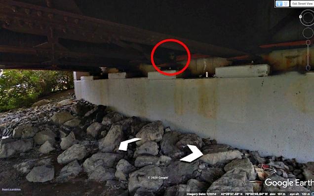 В Нью-Йорке под мостом запечатлели «инопланетянина»