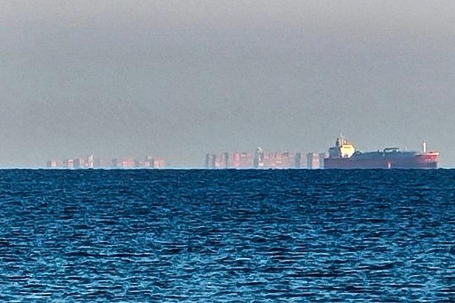 Загадочный «плавучий город» возник посреди океана