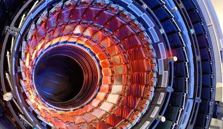 Адронные коллайдеры позволяют открыть порталы в иные миры?