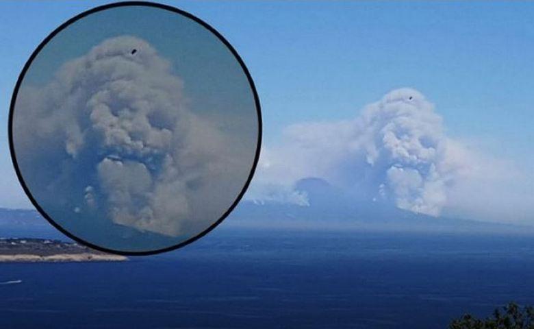 В клубах дыма над Везувием показался зловещий череп (2 фото + видео)