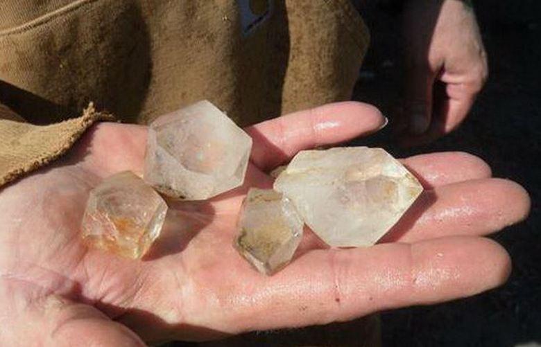 Левитирующие кристаллы Арканзаса
