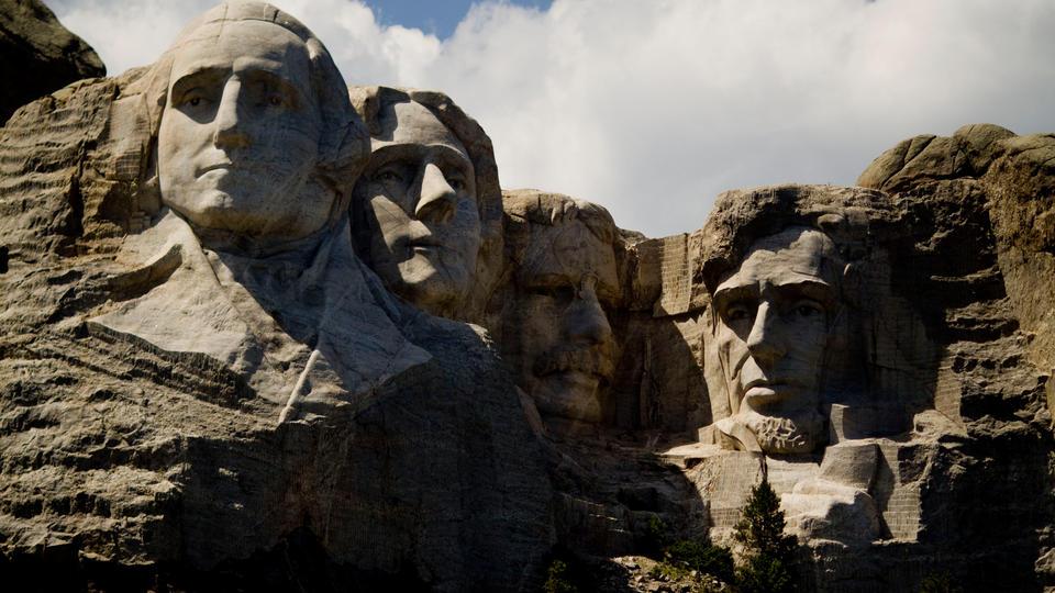 Без памяти, без памятников: с кем сражаются американцы