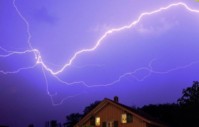 Американка описала ощущения от удара молнии