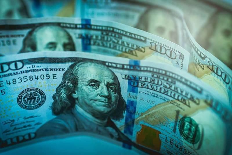 СМИ США: Американский доллар становится все больше похож на советский рубль