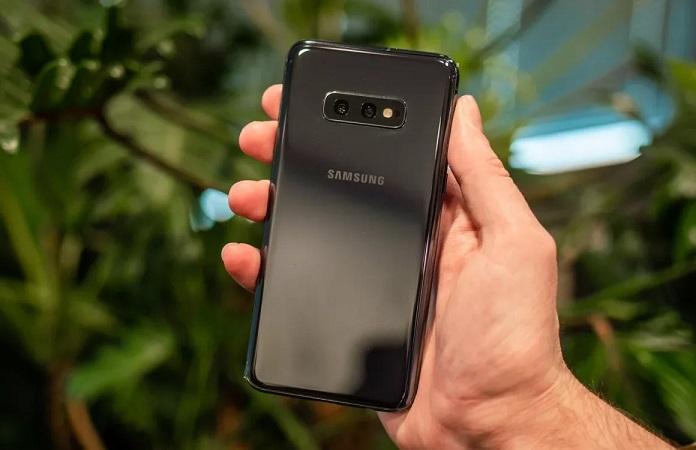 Обновление вывело из строя зарядки флагманов Samsung