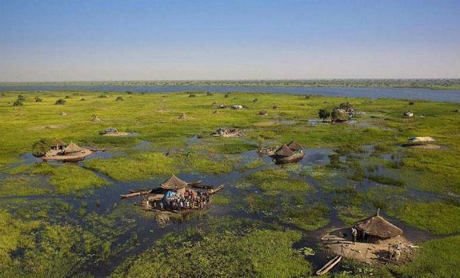 Племя тысячи лет живет посреди самого большого болота Африки