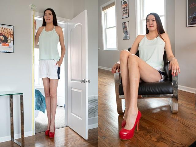 Двухметровая девушка с аномально длинными и худыми ногами (ВИДЕО)