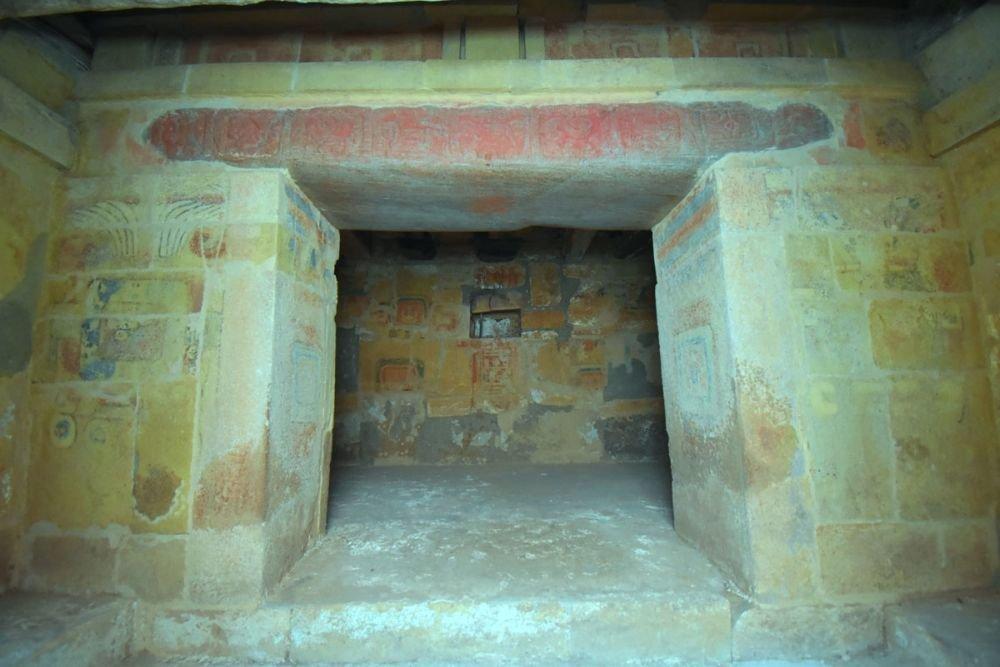 В Мексике «восстала из-под земли» древняя гробница