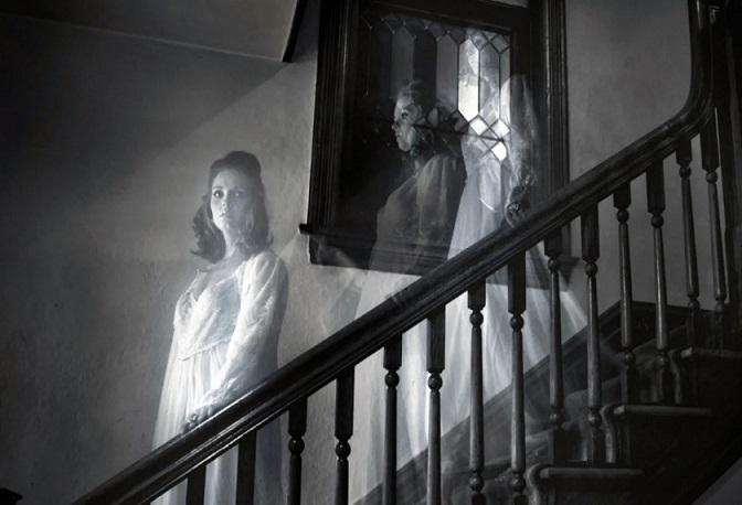 Французская семья вынуждена проживать на балконе из-за поселившегося в доме призрака