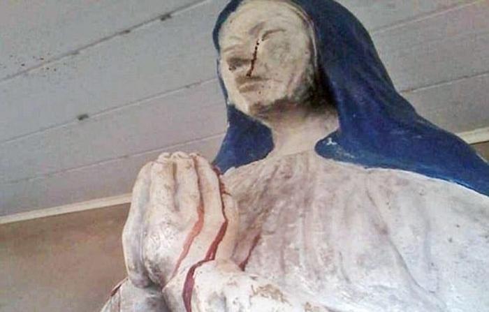 Статуя Девы Марии плачет кровавыми слезами