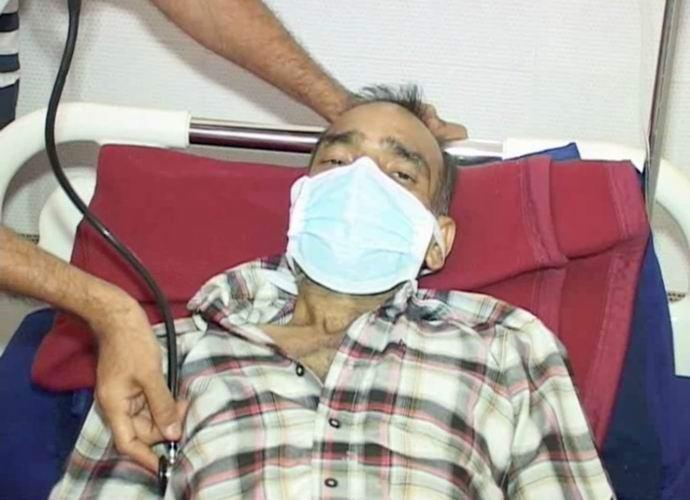 Индиец попал в больницу, съев десятки ножей (2 фото + видео)