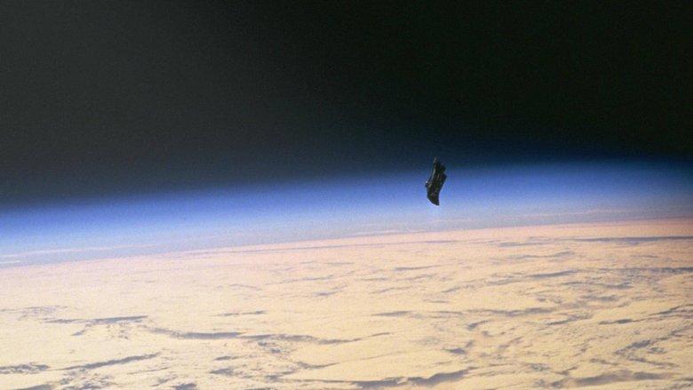 На земной орбите находятся инопланетные спутники (3 фото)