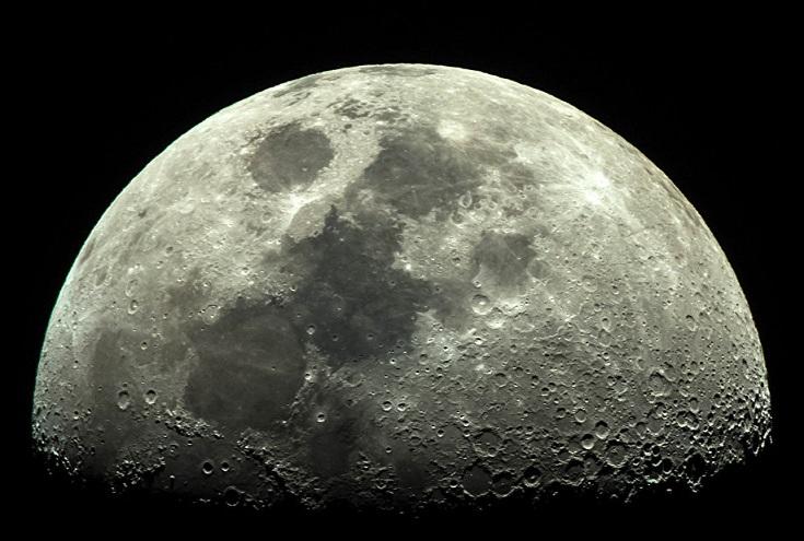 На Луне, скорее всего, существует жизнь