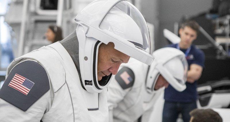 NASA представило новые скафандры