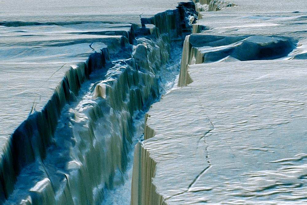 Трещины побежали по шельфу: айсберг размером в два Нью-Йорка готовится отколоться от Антарктиды