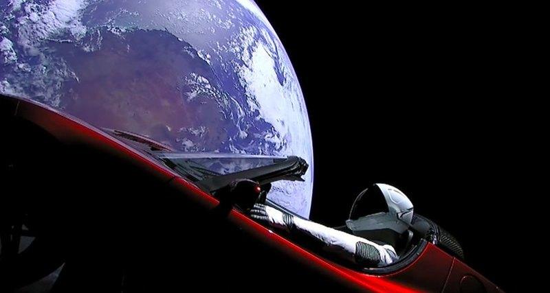Электромобиль Tesla совершил свой первый оборот вокруг Солнца