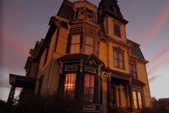 Населенный призраками особняк превратят в аттракцион (5 фото)
