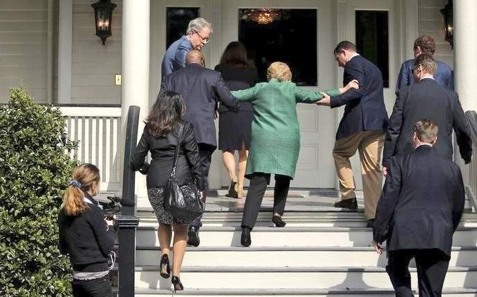 Больную Хиллари Клинтон заменили двойником?