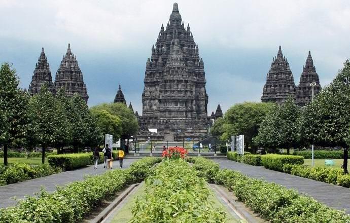 В Индонезии нашли «божественные» золотые пластины