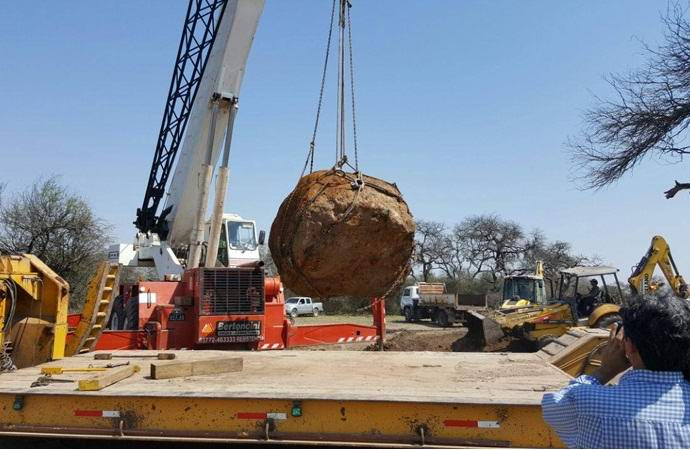 В Аргентине откопали тридцатитонный метеорит (3 фото + видео)
